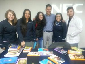 Estudiantes de segundo año de PEBE con Mauricio Paredes