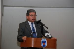 Rector Héctor Gaete.
