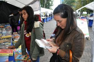 Feria Lolitra leyendo 4