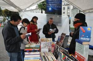 Feria Público leyendo 3