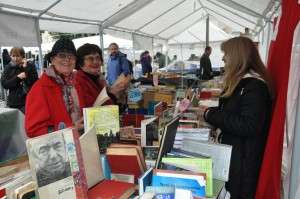 Feria viejitas leyendo 5